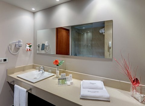 Bathroom with all the amenities in a double room at ...